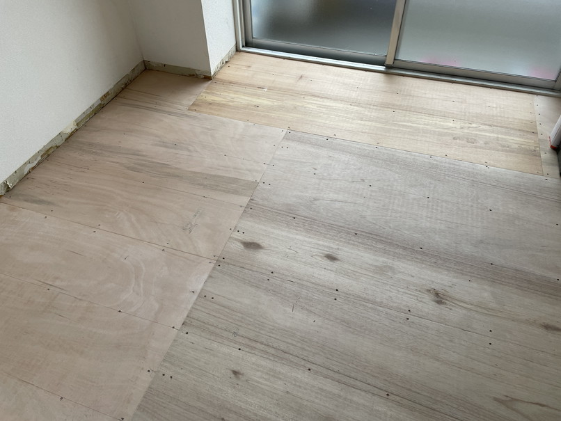 床コンパネ貼り